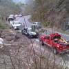 Rescatan Bomberos a 3 Tripulantes de un Auto  que Volcó