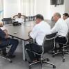 Taxistas se reúnen con el alcalde municipal