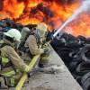 Controlan Bomberos fuerte incendio en depósito de llantas usadas