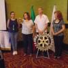 En sesión de Club Rotario, Mina Navarro presenta su libro