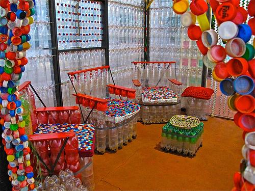 el primer concurso de elaboración de muebles con material reciclado